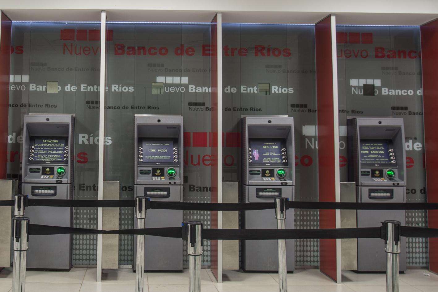 Invierten 70 millones de d lares en instalar 7 mil nuevos for Los cajeros automaticos
